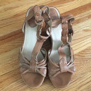 Frye Shay Leaf T Wedges 10
